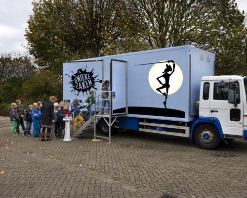 Nederland Opmeer 31 0ktober 2013 Unieke Zaken speelt: BUZZ 1 - Odyssee. Foto: Jan Boeve